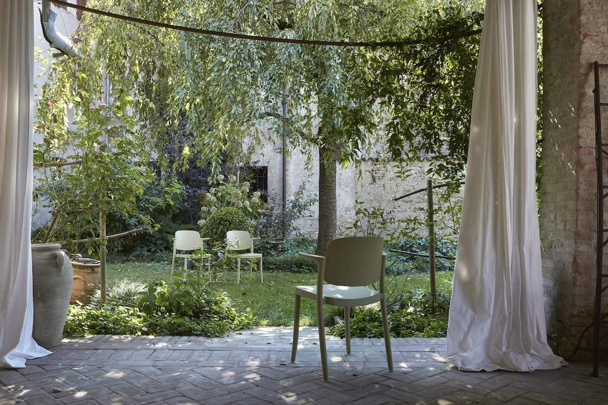 elegant Italian garden furniture