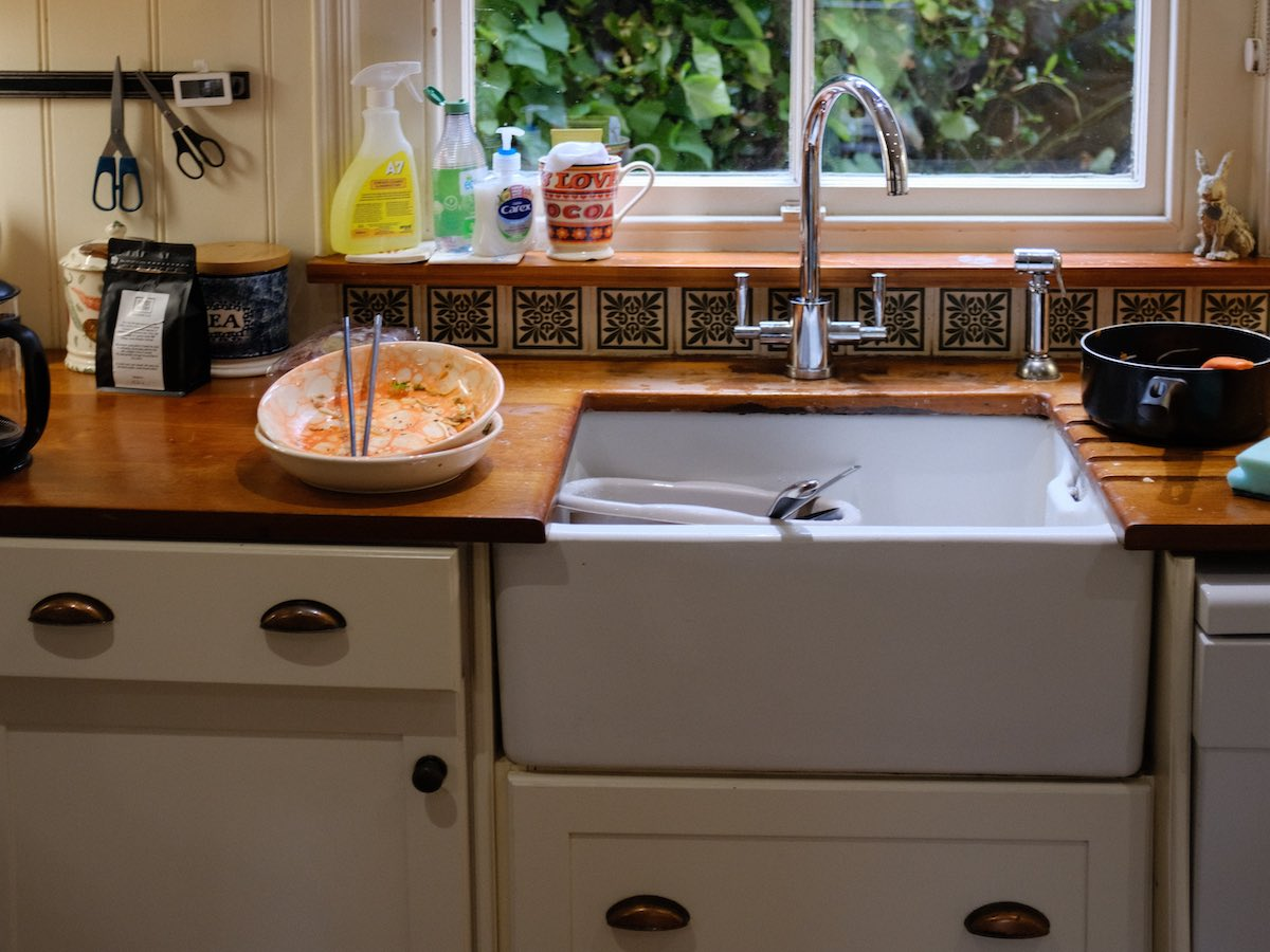 Belfast type ceramic or enamel kitchen sinks.